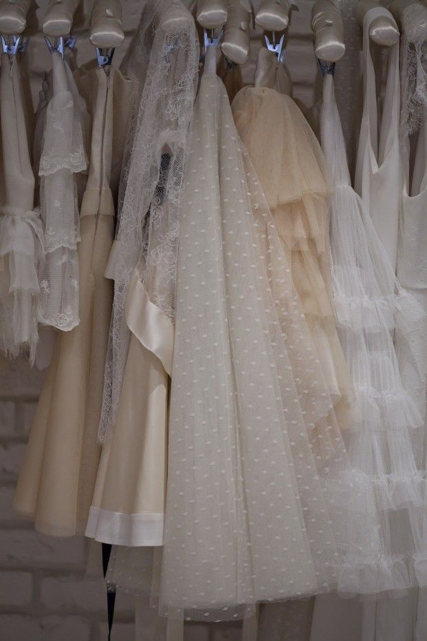 © Trentieme Etage - La mariee aux pieds nus - Essayages chez Meryl Suissa