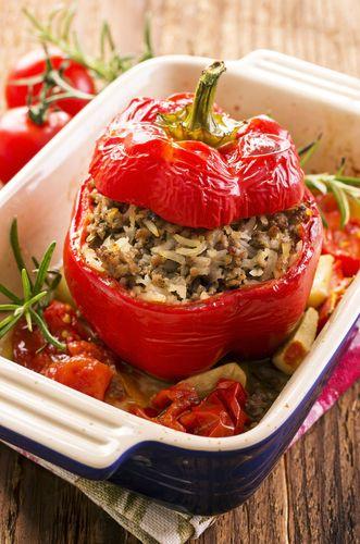Gevulde paprika is gezond en lekker. Je kunt er alle kanten mee op en je maakt er zeker indruk mee tijdens een etentje met vriendinnen.