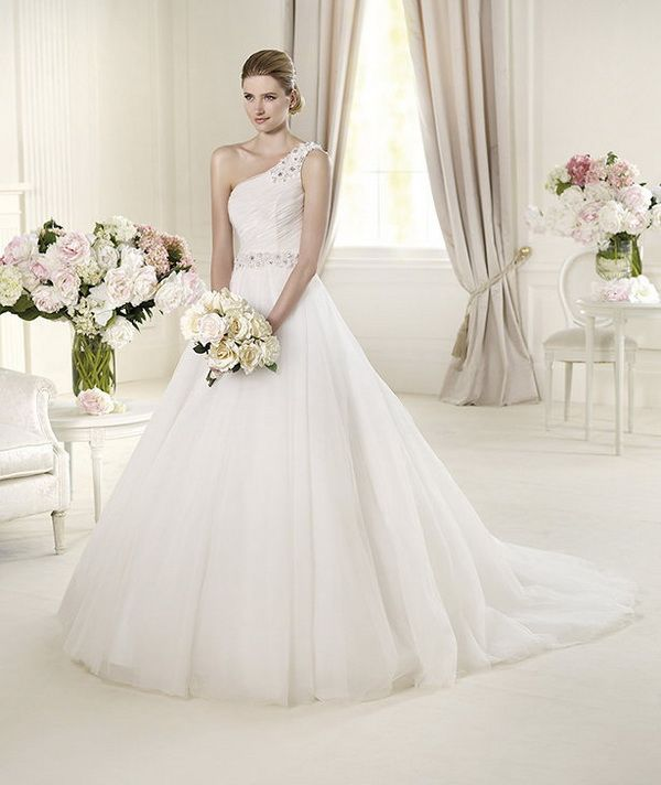 Pronovias-Glamour-2013-Bridal-Collection_04