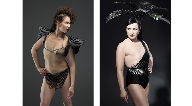 Kuvitelkaa muotinäytös Yrjönkadun uimahallissa, pylväiden ja parvekkeiden välissä. Catwalk on laitettu veden alle, mallit näyttävät kävelevän vetten päällä. Malleilla on yllään suomalaisten muotisuunnittelijoiden haute-couture -uimapukuja – yksirintaisille naisille.