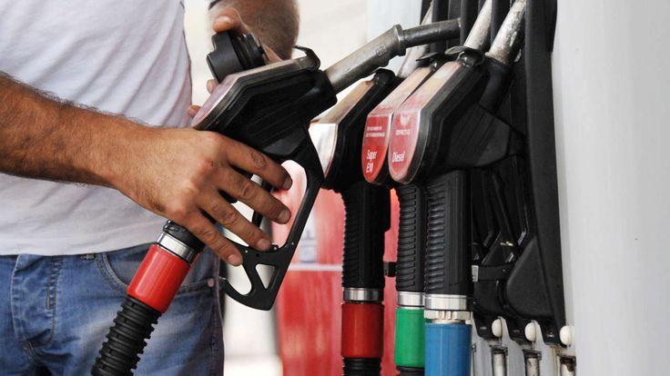 ADAC-PREISCHECK Um diese Tageszeit tanken Sie am günstigsten Im Tagesverlauf schwanken die Preise an der Tanke im Durchschnitt um mehr als 8 Cent