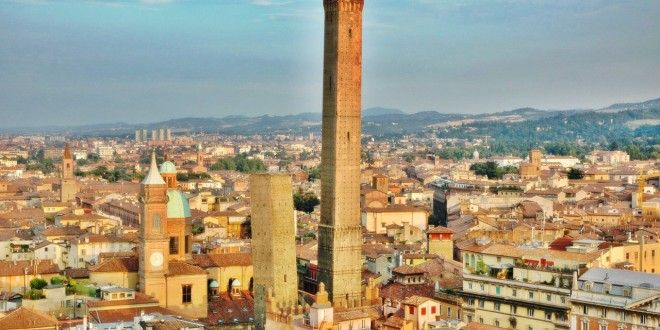 Visit the Thriving City of Italy: Bologna
