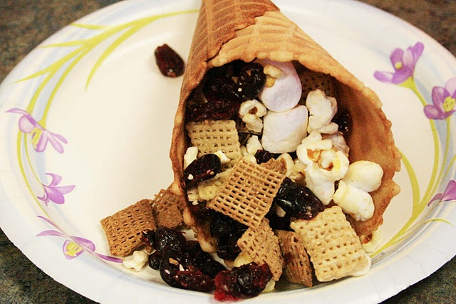 I like cone idea then you don 39 t have everyone sticking - Fingerfood kindergarten ...