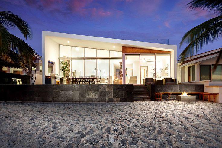 El diseño limpio invita a relajarse en la playa.
