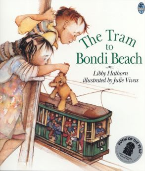The Tram to Bondi Beach - Julie Vivas - Paperback