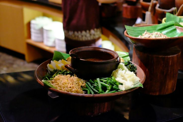 Pecel : Indonesian salad with peanut sauce.
