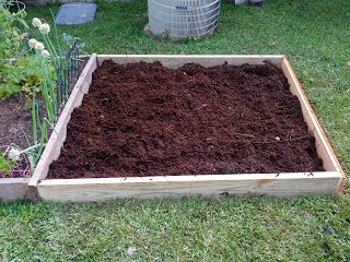 How to make a raised vegetable garden. Super easy tutorial for beginners!