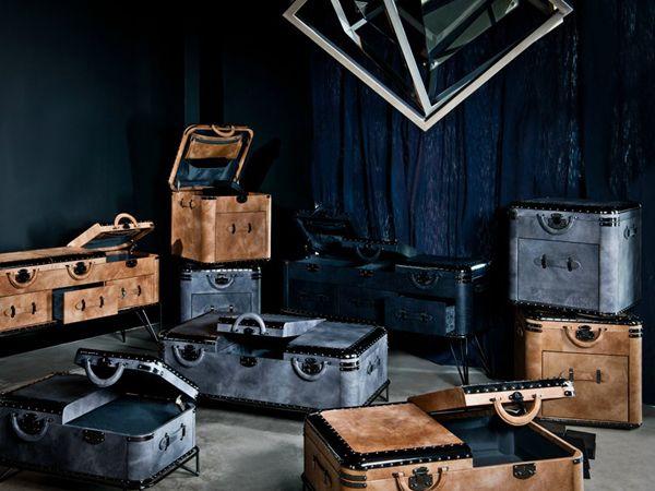 Non è una vecchia valigia, ma un tavolino da salotto che ricorda altri tempi! http://www.arredamento.it/articoli/articolo/complementi/2643/tavolino-contenitore-praticita-e-funzionalita-con-stile.html Michael Yeung, tavolino Vantage #tavolinocontenitore #vintage #valigia