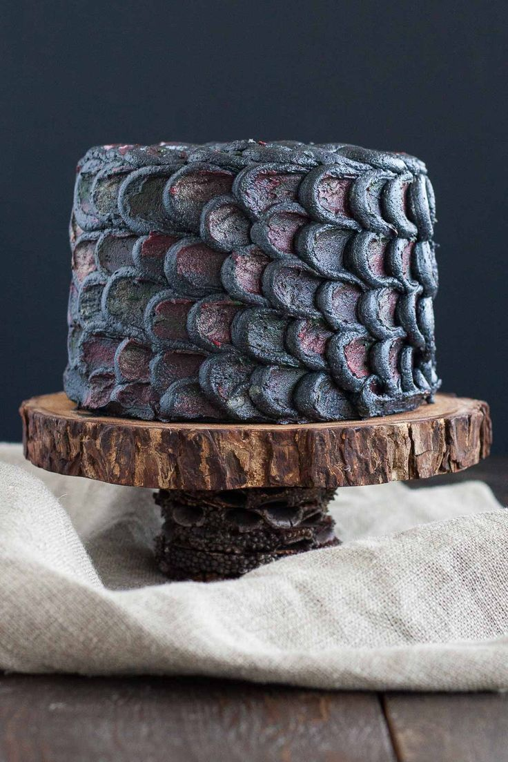 Dragon scale cake - possibly one of the most beautiful cakes I've ever seen, I love the iridescence.