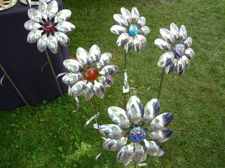 Flowers made with metal spoons flowers from metal spoons for Decoration jardin metal