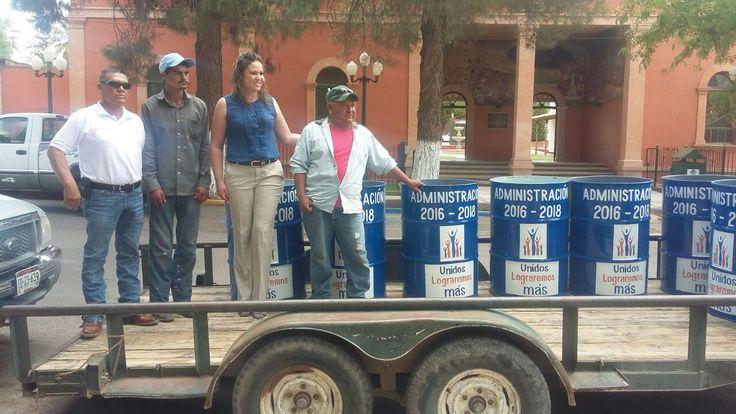El día de hoy la alcaldesa Yesenia Guadalupe Reyes Calzadias, inicio con la entrega de contenedores para basura en los parques y plazas públicas del...