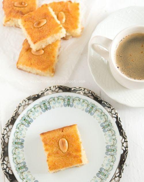 Namura to bardzo popularne w arabskiej kuchni ciasto z semoliny. Często występuje także pod nazwą basbusa lub harisa (nie mylić z harissą  -...