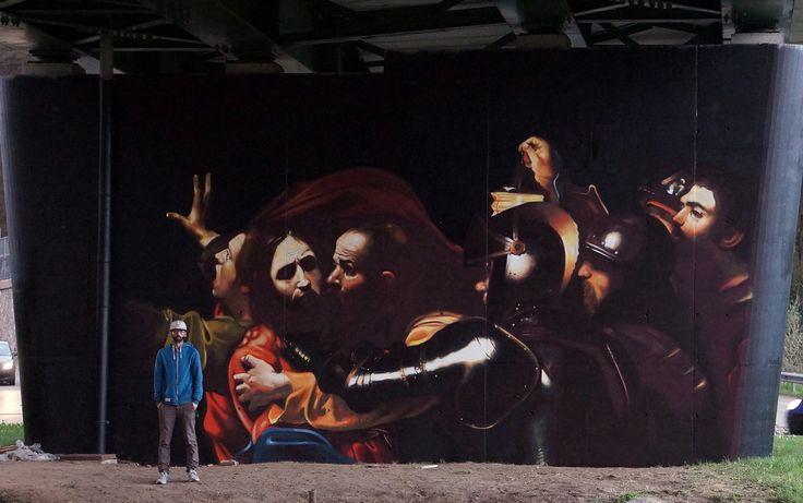 Nell'ambito del progetto 'Urban Canvas', l'artista Andrea Ravo Mattoni si è ispirato alla 'Cattura di Cristo' di Caravaggio per realizzare uno spettacolare murale, sulla superficie di un pilastro stradale.