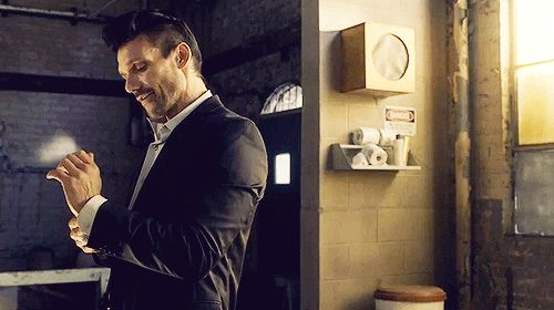 what colour eyes does frank grillo have - Google Search