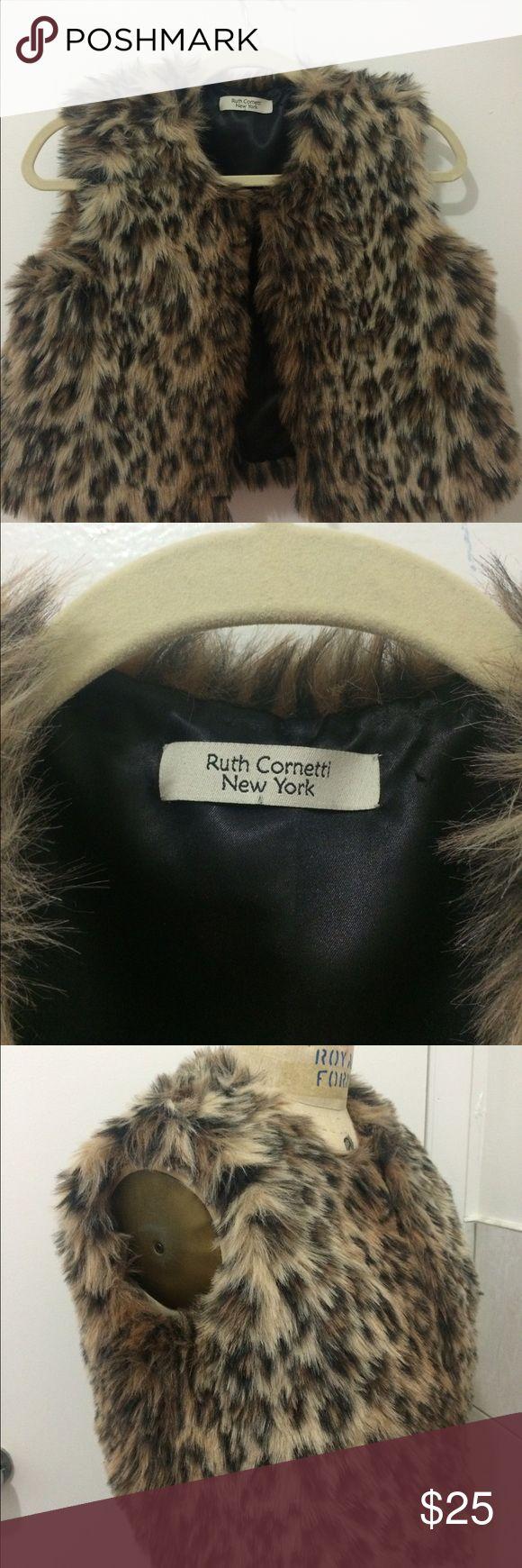 ❤️❤️Animal print short vest... Beautiful animal print vest excelente for this season!!!! New brand!!!! Jackets & Coats Vests