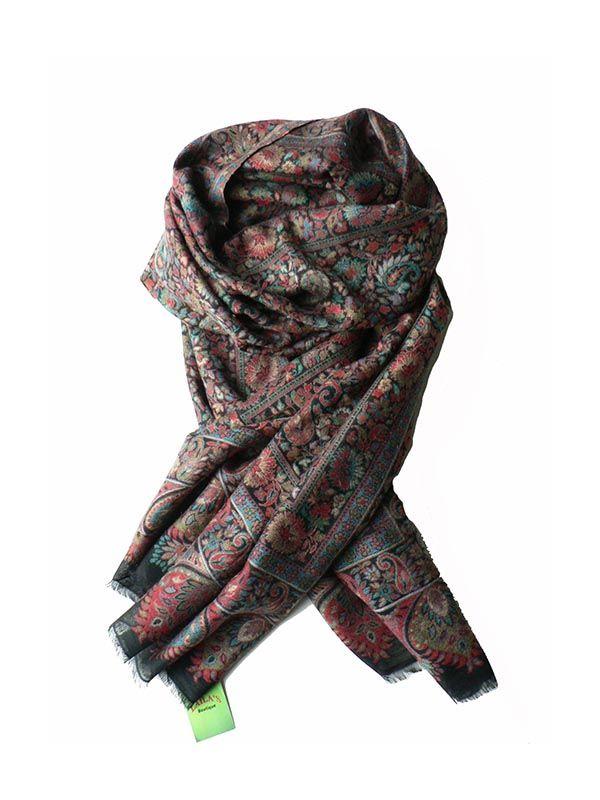 Deze prachtige Kani Pashmina sjaal kunt u door een ring halenen is zowel in de zomer als in de winter draagbaar. Ook heel mooi als omslagdoek. Deze unieke sjaal zorgt voor vele jaloerse blikken. Gemaakt van 100% cashmere van de Kashmirgeit uit het Himalayagebergte in India.