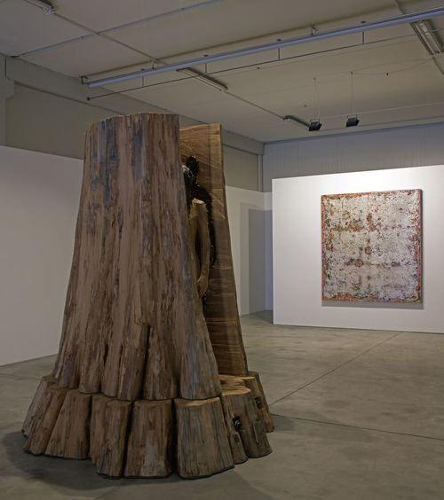 @ Galleria Doris Ghetta installation view AUTARK. Aron Demetz - Robert Pan