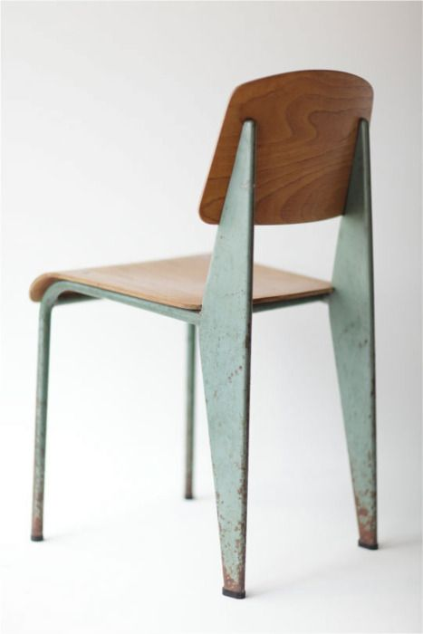 Jean Prouvé; #305 Enameled Steel and Beech Plywood Standard Chair by Ateliers Jean Prouvé for the Electricité de France, c1954.