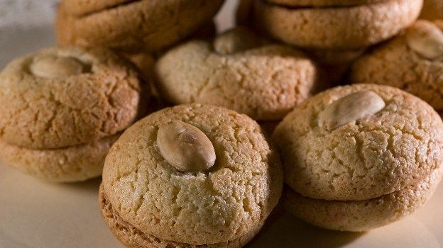 Υπέροχοι Εργολάβοι με 3 υλικά Μια πανεύκολη και γρήγορη συνταγή για ένα παραδοσιακό γλύκισμα.