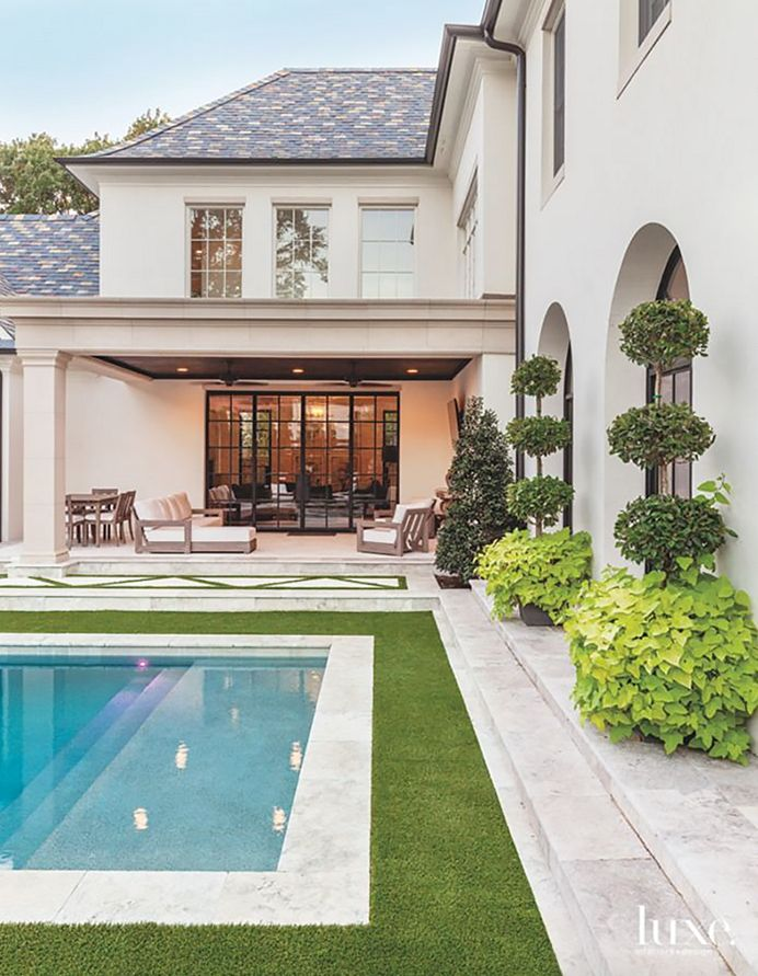 The Pink Pagoda: Dallas Home: Subtly Sophisticated Mix of Traditional and Modern