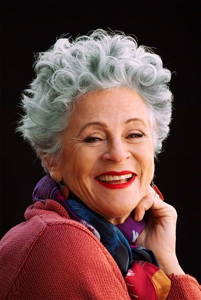 Gray haired woman with short fun hairstyle plus best shampoos for gray hair #fashion #hair