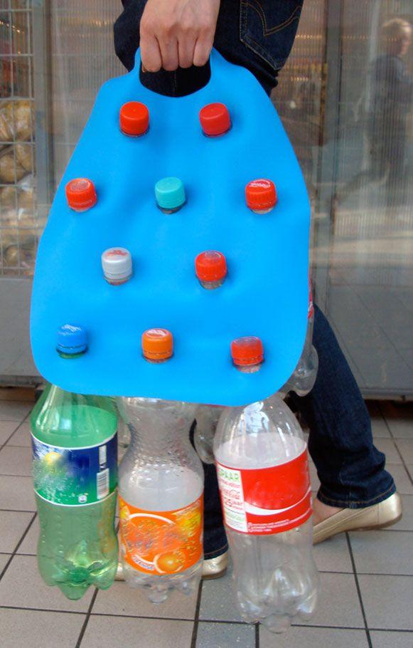 Bottled: um disco de borracha com aberturas onde se encaixam até 10 garrafas PET vazias