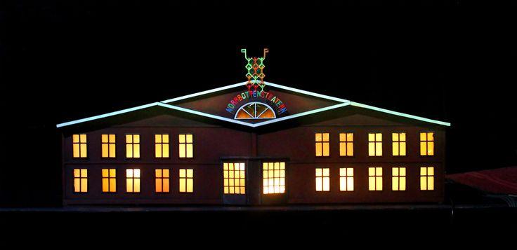 """Det växande slottet"" aka Teaterhuset.  Scenograf Lotta Nilsson. Attributmakare Rickard Bristle. Fotograf Linda Sinkkonen. #modell #teater #Theatre #house #Wood #windows #lights #props"