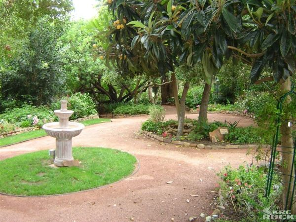 1000+ images about Garden path or circular patios on Pinterest ...