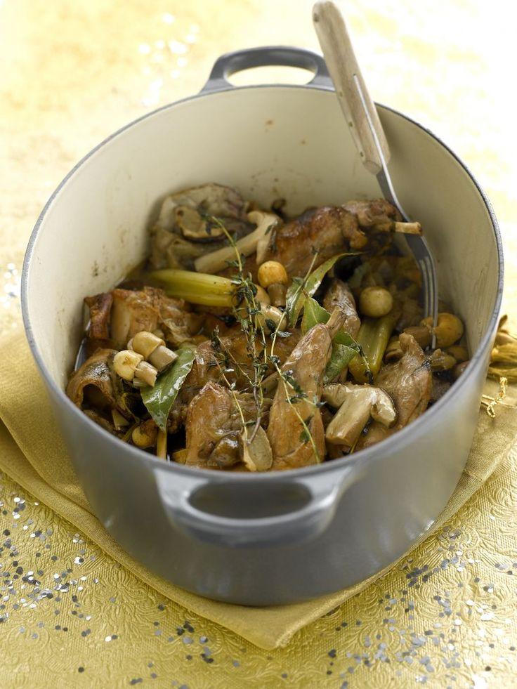 """Het lekkerste recept voor """"Konijn met paddenstoelen"""" vind je bij njam! Ontdek nu meer dan duizenden smakelijke njam!-recepten voor alledaags kookplezier!"""