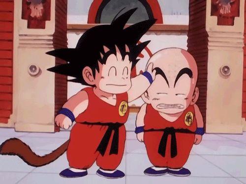 Gif graciosísimo de Son Goku niño y Krilín.