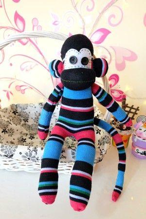Mu ecos de tela f ciles monos con calcetines tutoriales for Munecos con calcetines