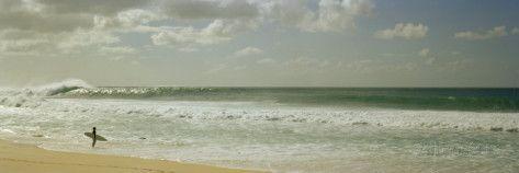 Surfista en la playa, North Shore, Oahu, Hawái, EE UU Lámina fotográfica por Panoramic Images en AllPosters.es
