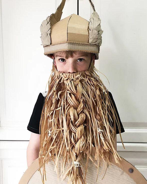 Cardboard box viking helmet (free template & video tutorial) // Viking sisak szárnyakkal kartonpapírból - farsangi jelmez // Mindy - craft tutorial collection // #crafts #DIY #craftTutorial #tutorial