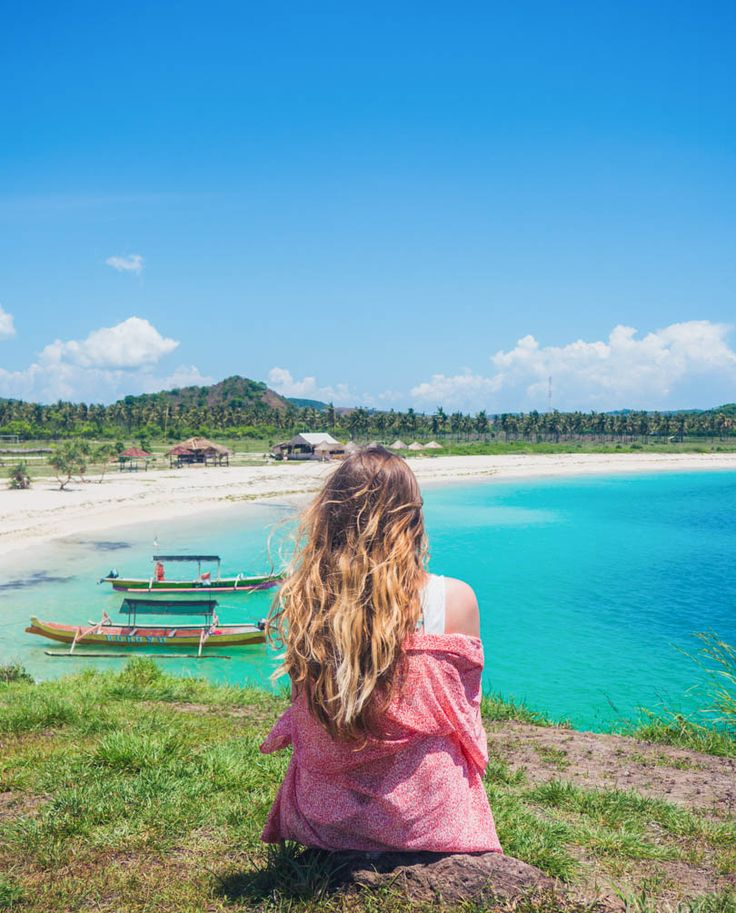 The many white sandy coves and bays makes Lombok a haven for beach lovers. See which two beaches you can't miss on your next trip!