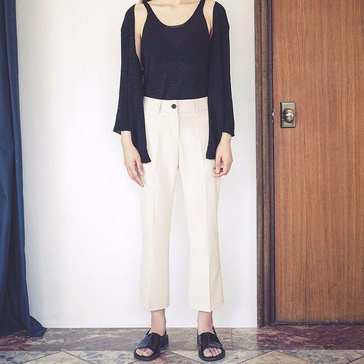 9分丈ブーツカットスラックス 大人クラシックなスタイルのブーツカットスラックスです。 軽い素材で通気性があり着心地抜群です。 9分丈のすっきり洗練されたデザインが特徴に! シャツとのきちんと感あるコーデはもちろん、ルーズなTシャツを合わせてラフに着こなすのもGOOD◎ #maysome #uniquestyle #ootd #fashion #ファッション #韓国ファッション #フェミニンコーデ #大人可愛い #モデル #韓国通販 #今日のコーデ #koreafashion #シンプルコーデ #カジュアルコーデ #オルチャンファッション #dailyfashion #dailylook