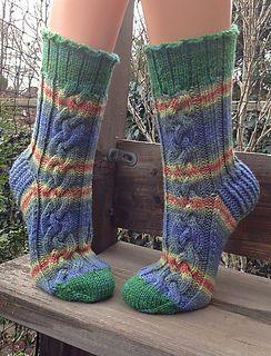 Ein dickes und kuscheliges Paar Socken mit Zopf!