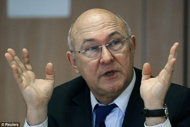 France is 'totally bankrupt', jobs minister admits