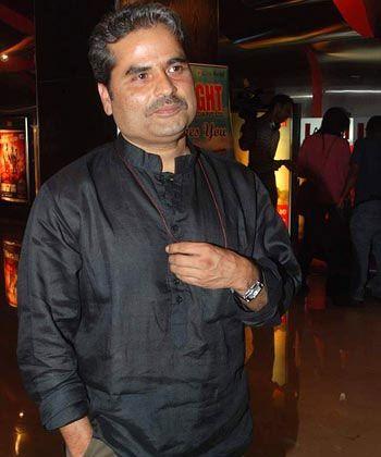 Vishal Bhardwaj is a neighbour of Ruskin Bond in Mussoorie! - http://www.bolegaindia.com/gossips/Vishal_Bhardwaj_is_a_neighbour_of_Ruskin_Bond_in_Mussoorie-gid-37146-gc-6.html