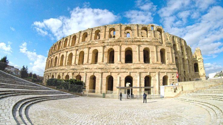El Jem tem duas grandes atracções de nível mundial: o anfiteatro romano e o Museu Arqueológico. Esta é uma cidade obrigatória a visitar na Tunísia.