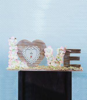 #cornice Sharon in #legno a forma di scritta #love ricoperta di #ortensie artificiali color #rosa #pesca, #astibile artificiale, #nastrini e #cuoricini di legno. #decorazioni #arredo #oggettistica #floraldesign #lafleuriste #lafleuristechic #shoponline