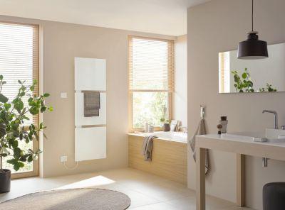 Klare Linien und geometrische Formen: Heizkörper-Design im Badezimmer.