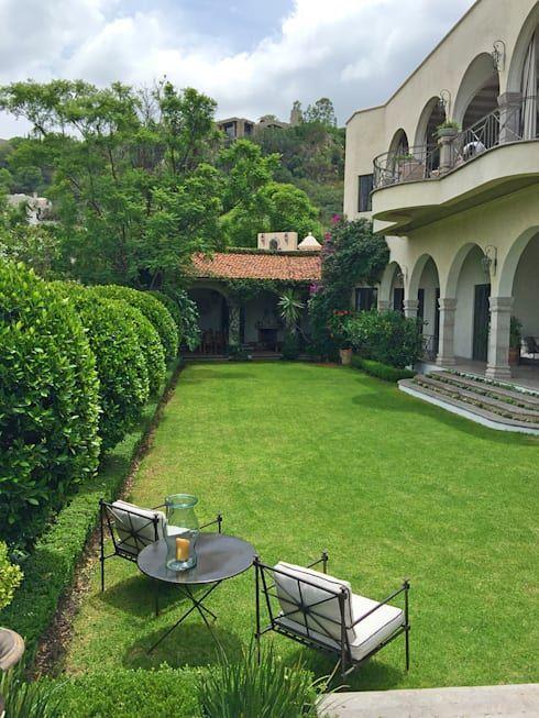 Jardin Principal: Jardines de estilo clásico por Terra https://www.homify.com.mx/proyectos/120855/casa-cc