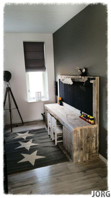 Jorgs steigerhout Kinderspeeltafel met krijtbord van oud of nieuw steigerhout…