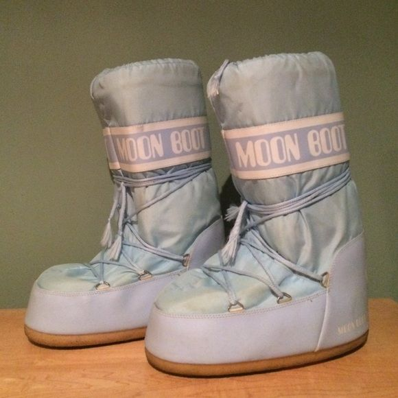Light Blue Moon Boots sz 42/44 Gently used moon boots in great shape! Sz 42/44 Moon Collection Shoes