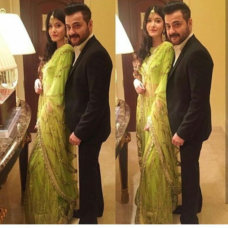 "307 Likes, 3 Comments - DNA After Hrs (@dnaafterhrs) on Instagram: ""How adorable is this father daughter duo - Shanaya and Sanjay Kapoor @dnaafterhrs . . . . . . .…"""
