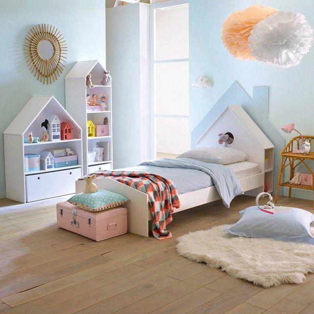 Super pratique, original et bien pensé, le lit enfant Selisa est équipé d'une jolie tête de lit en forme de maison avec rangement sur les côtés.