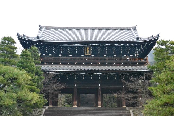 知恩院。浄土宗の総本山とか。  そういや、僕の実家は浄土宗だったな。。。