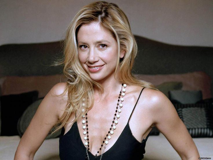 mira sorvino falling skies Wallpaper HD Wallpaper
