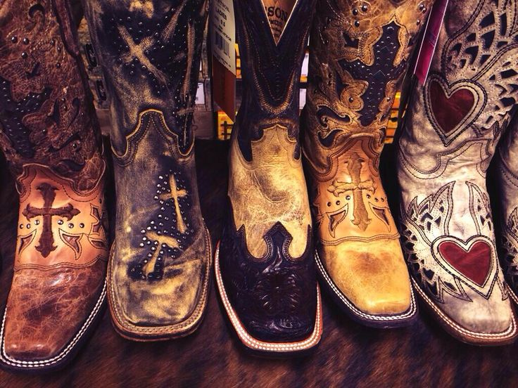 Square Toe Heaven!! #cowgirlclad www.cowgirlclad.com 417-350-1717 second pair from the left OMG