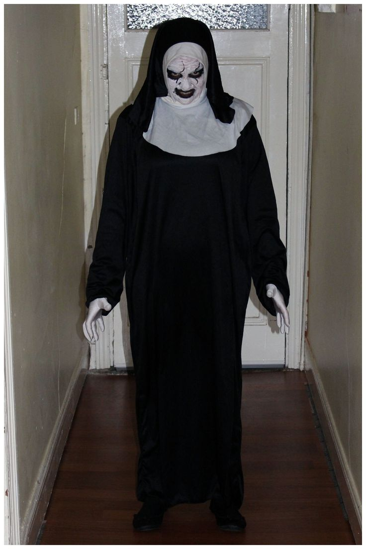The Conjuring 2 Valak Demon Nun Costume. Get more #costume and #Halloween inspiration on this blog! Over 400 homemade, DIY costume ideas!